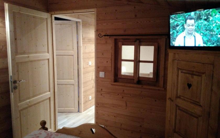 Location de vacances - Appartement à Le Corbier - vue depuis la chambre chalet du palier à l'étage