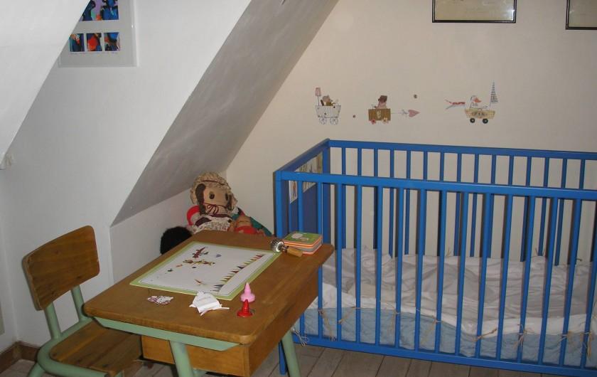 Location de vacances - Gîte à Saint-Rabier - Côté enfants, le lit