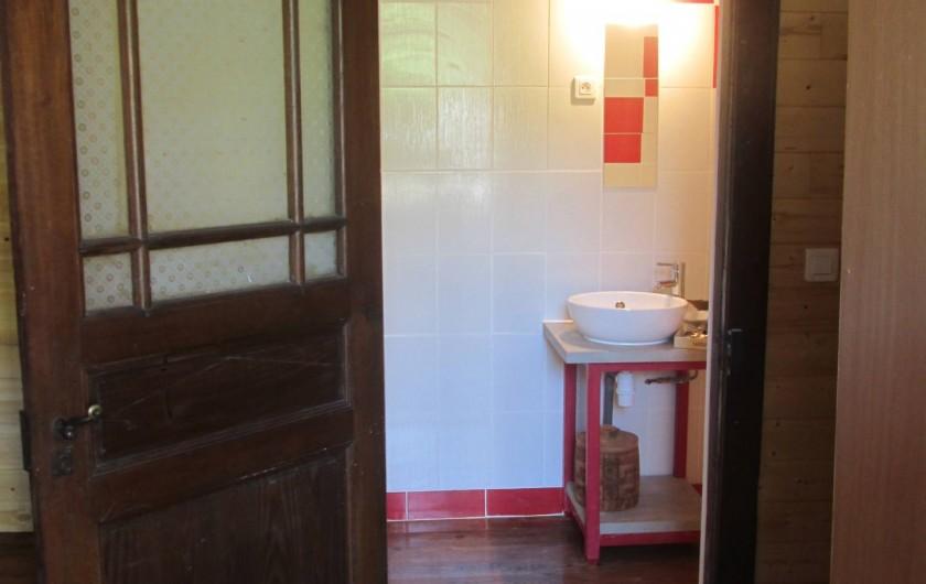 Location de vacances - Gîte à Malvezie - Salle de bain Voyage