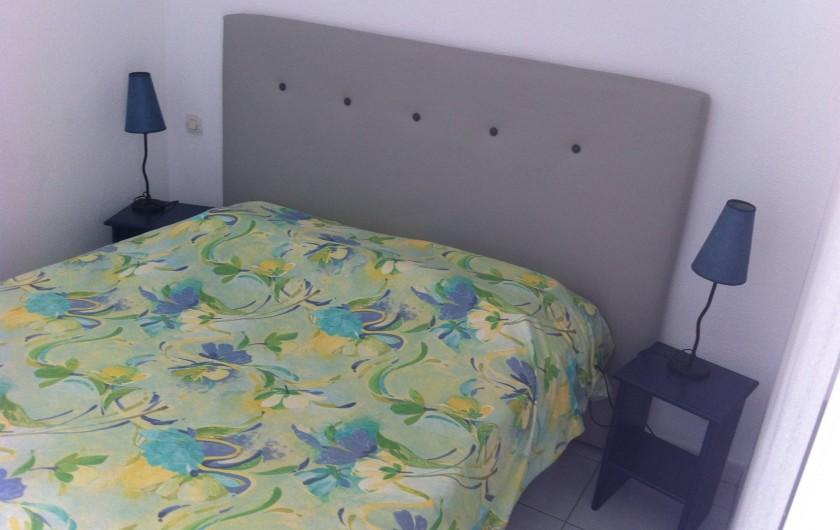 Location de vacances - Villa à Le Barcarès - Chambre double avec loggia