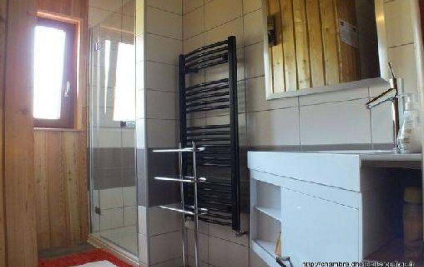 Location de vacances - Chambre d'hôtes à Soultzbach-les-Bains - Salle de bain tilleul et  Mirabelle