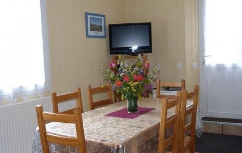 Location de vacances - Gîte à Béganne - Intérieur: Espace repas tv: écran plat