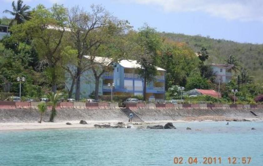 Location de vacances - Appartement à Pointe du Bout - plage de composant de plusieurs petite criques juste en face de l'appartement à
