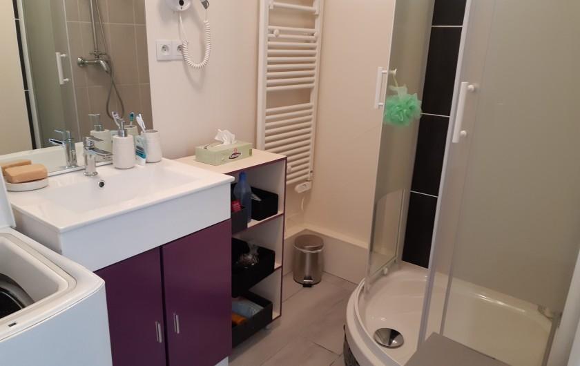 Location de vacances - Appartement à Saint-Hilaire-de-Riez - Équipée d'un sèche serviette, sèche cheveux et lave linge.