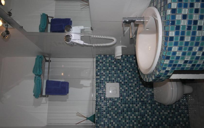 Location de vacances - Appartement à Saint-Florent - Salle de douche.