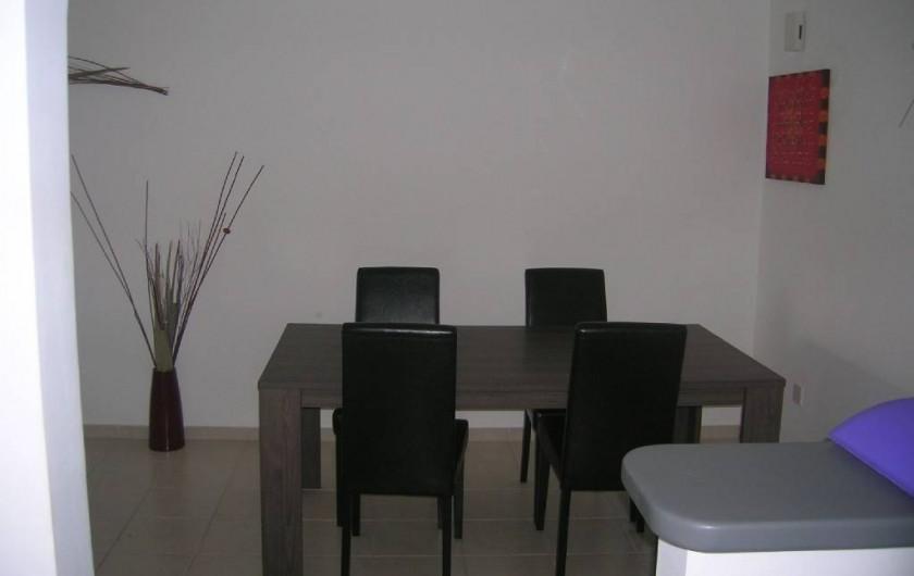 Location de vacances - Appartement à Kato Paphos - Coin salle à manger, vu depuis la cuisine