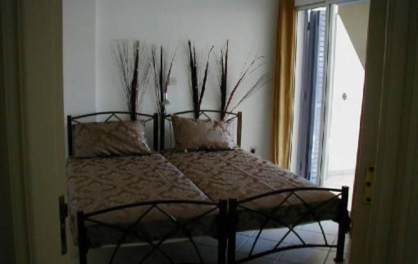 Location de vacances - Appartement à Kato Paphos - Chambre avec 2 lits, placards et penderies