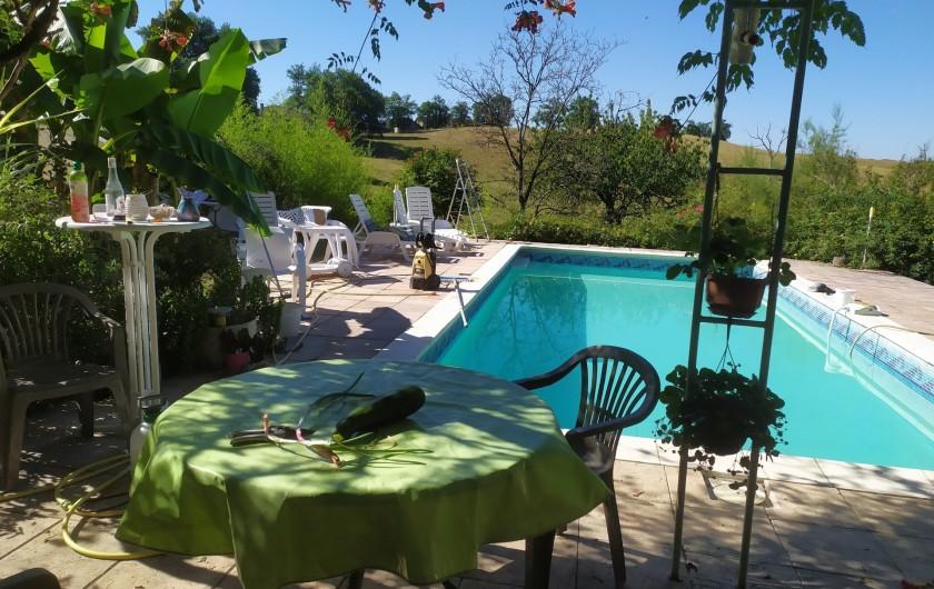 Location de vacances - Appartement à Bagnac-sur-Célé - Piscine côté Sud.terrasse donnant sur séjour propriétaire