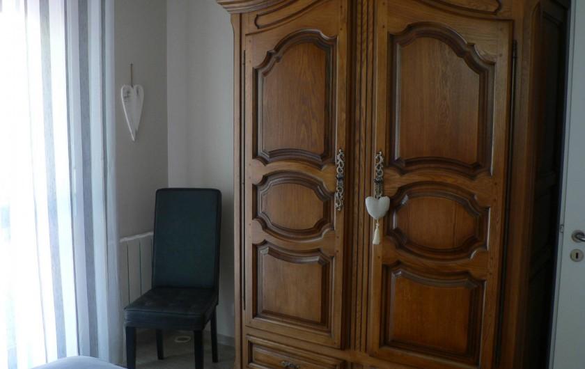 Location de vacances - Gîte à Ribeauville - Chambre avec un grand lit