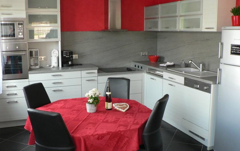 Location de vacances - Gîte à Ribeauville - Cuisine avec coin repas