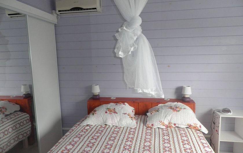 Location de vacances - Villa à Capesterre Belle Eau - chambre 2 grand  lit deux places climatisée