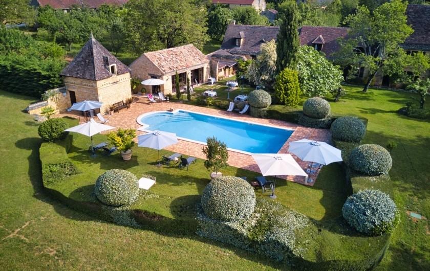 Location de vacances - Chambre d'hôtes à Saint-Crépin-et-Carlucet - Piscine vue du ciel