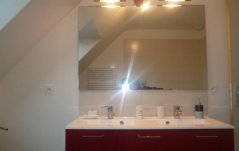 Location de vacances - Maison - Villa à Plouharnel - double vasque - avec  grand miroir