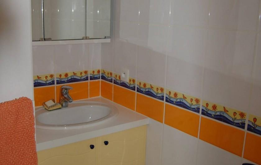 Location de vacances - Chalet à Le Grand-Bornand - le coin lavabo