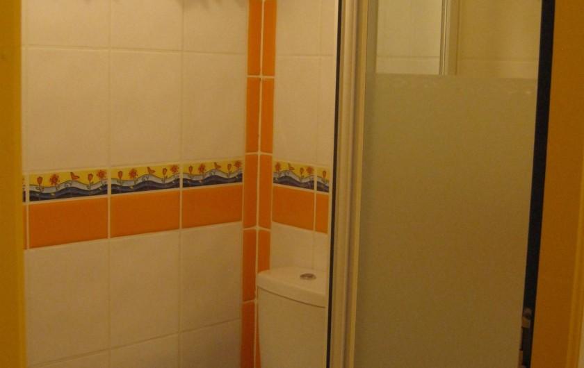 Location de vacances - Chalet à Le Grand-Bornand - la douche et les wc