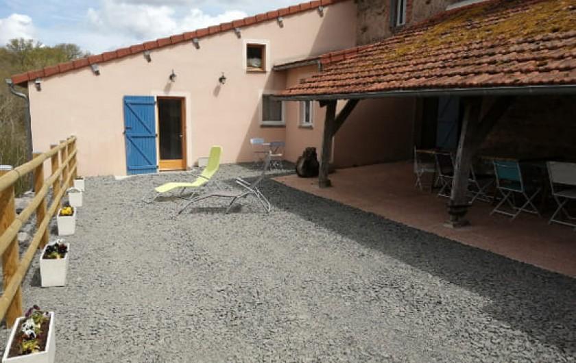 Location de vacances - Gîte à Charensat - Terrasse arrière