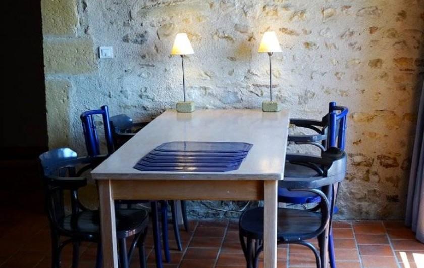 Location de vacances - Maison - Villa à Poisson - Le coin repas dans le salon
