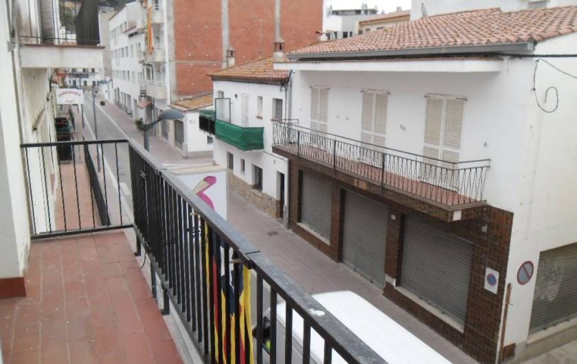 Location de vacances - Appartement à L'Estartit - VUE DU BALCON DONNANT SUR LA RUE. TRES PEU DE CIRCULATION