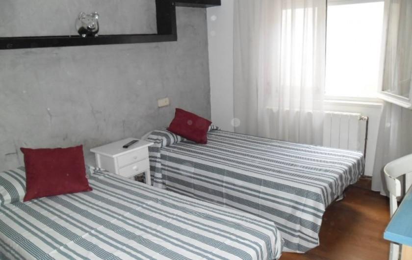 Location de vacances - Appartement à L'Estartit - CHAMBRE 2 LITS INDIVIDUELS AVEC TV ET CLIMATISATION AVEC VENTILATEUR AU PLAFOND