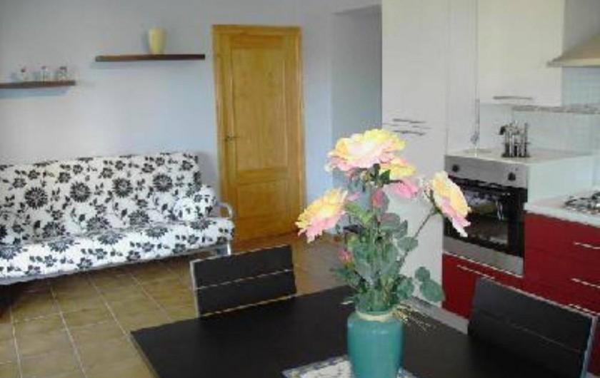 Location de vacances - Appartement à Carcaixent - salon-cuisine vue 3