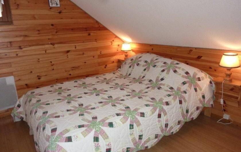Location de vacances - Appartement à Saint-Sorlin-d'Arves - Chambre 1 niveau bas du duplex      lit 140cm