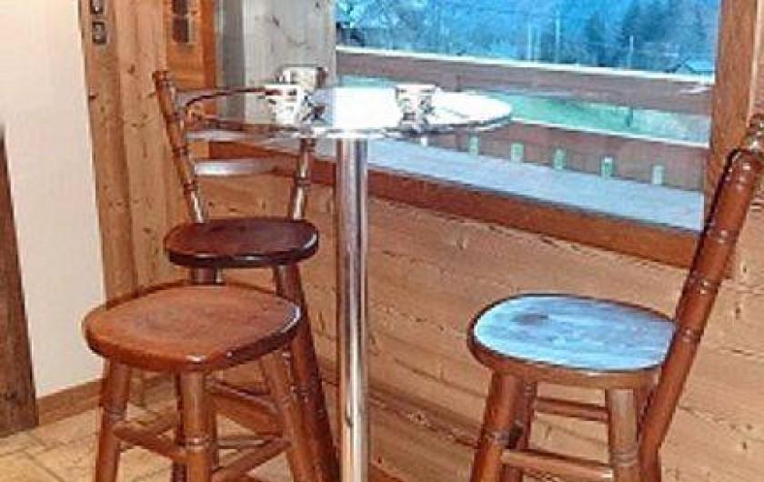Location de vacances - Chalet à Saint-Nicolas-la-Chapelle - Coin café ( au fond le Mt Blanc)