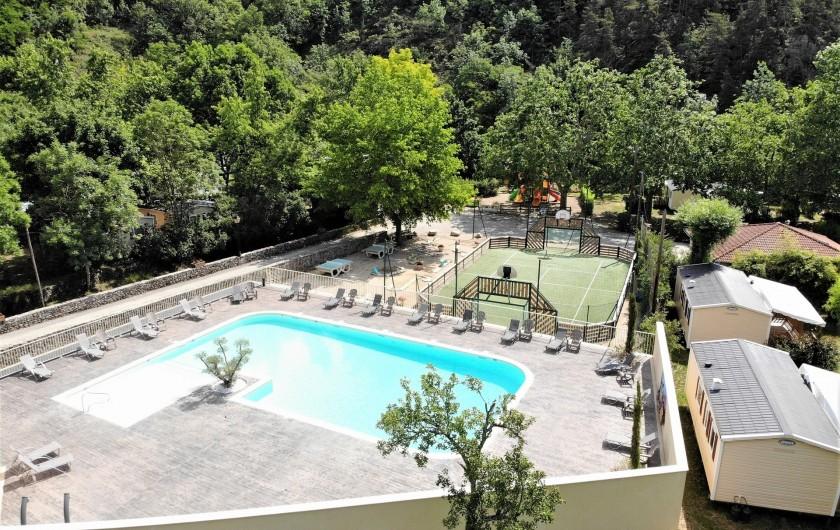 """Location de vacances - Bungalow - Mobilhome à Lamastre - logement insolite """"Le Nid"""" Camping de retourtour 4 etoiles riviere piscine ardec"""