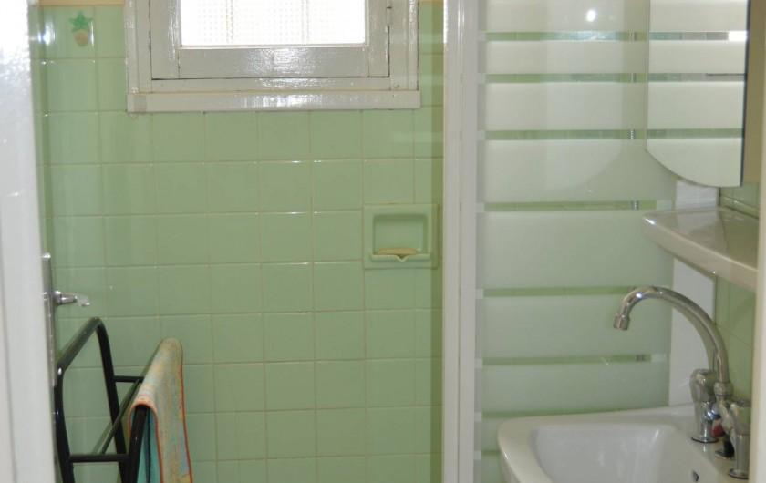 Location de vacances - Villa à Thueyts - salle de bains avec douche