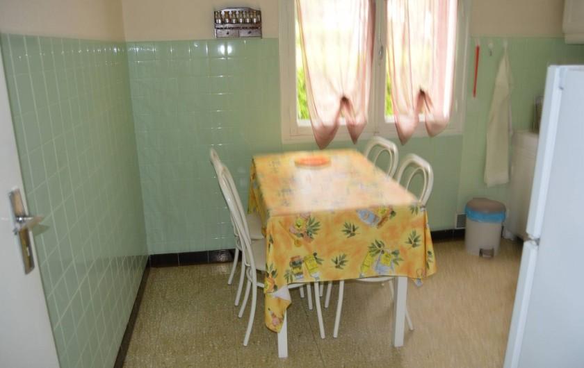 Location de vacances - Villa à Thueyts - cuisine coin repas
