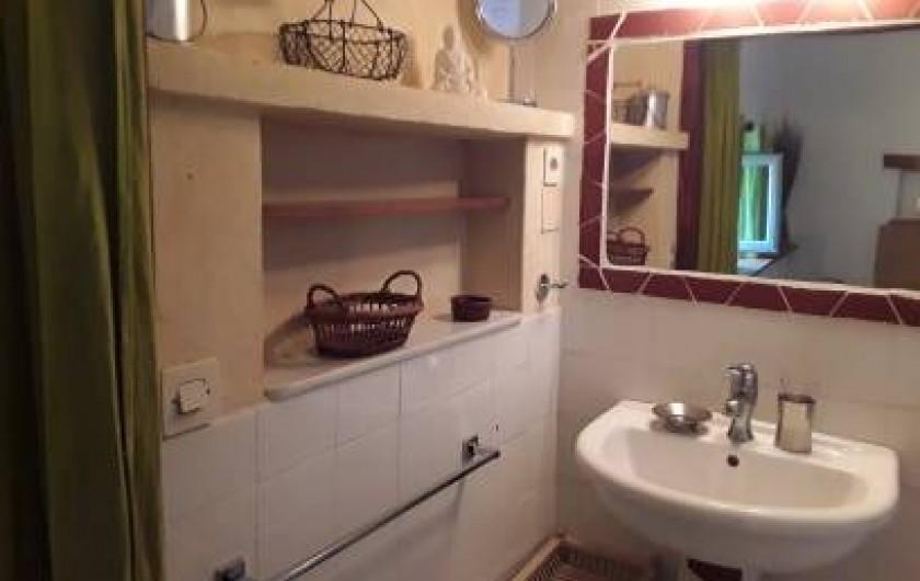 Location de vacances - Mas à Saint-Victor-la-Coste - Salle de bain bas