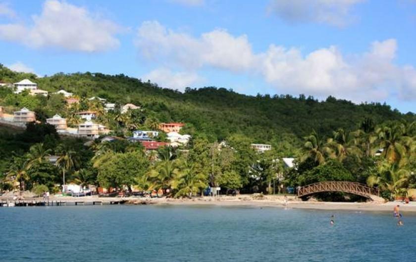 Location de vacances - Appartement à Les Trois-Îlets - plage de l'Anse à l'Âne vue depuis le bateau