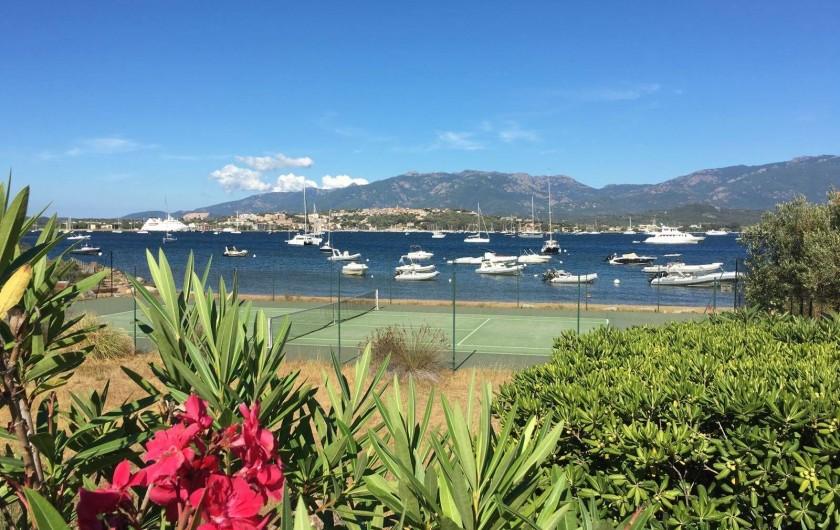Location de vacances - Villa à Porto-Vecchio - Le Tennis, la Plage et le Corps-Mort