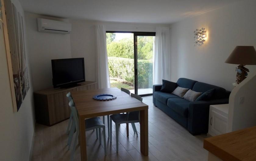 Location de vacances - Villa à Porto-Vecchio - Le Séjour avec accès direct sur la Terrasse