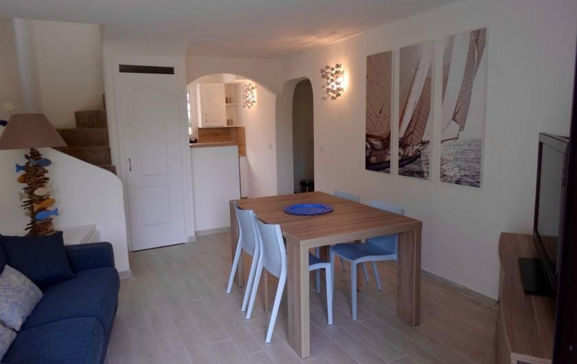 Location de vacances - Villa à Porto-Vecchio - Le Séjour avec la Cuisine  Américaine