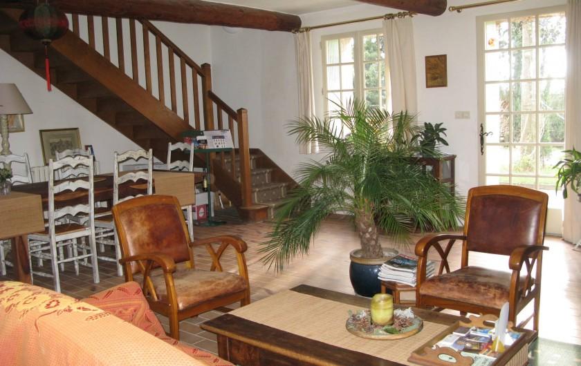 Location de vacances - Chambre d'hôtes à Saint-Geniès-de-Comolas - Salon d'accueil et salle à manger