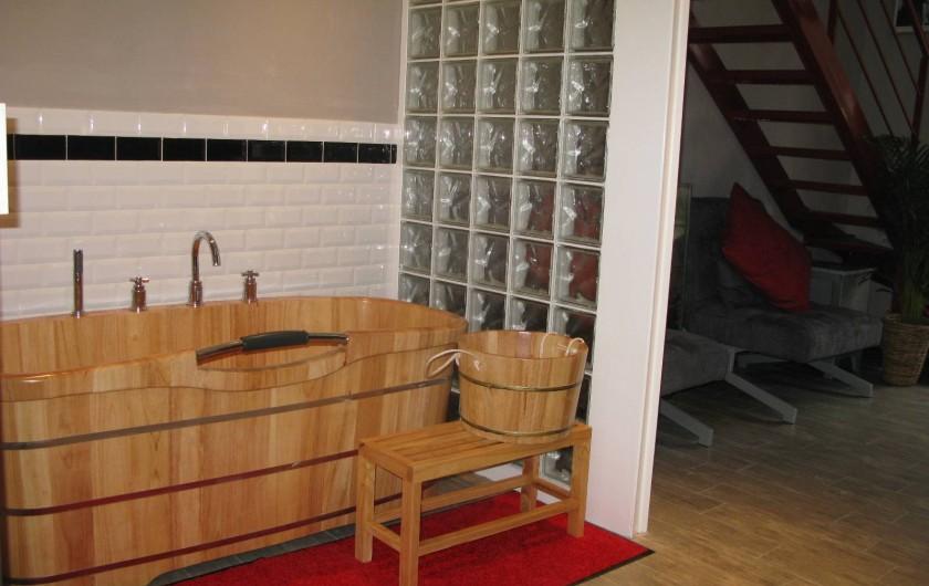 Location de vacances - Chambre d'hôtes à Saint-Geniès-de-Comolas - Baignoire Loft Florent