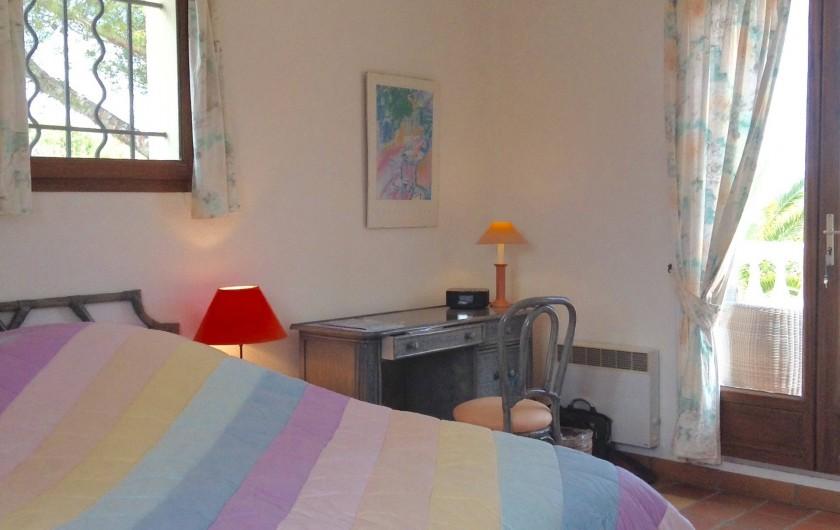 Location de vacances - Villa à Saint-Aygulf - Chambre 3 rez donnant sur grande terrasse