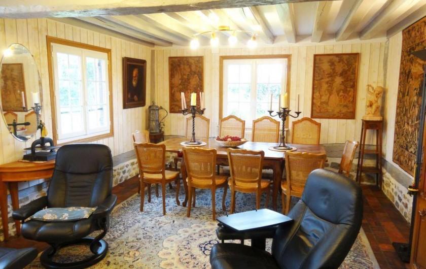 Location de vacances - Gîte à Saint-Pierre-Azif - Salon Cheminée et salle à manger (12 couverts)