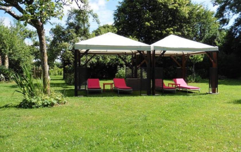 Location de vacances - Gîte à Saint-Pierre-Azif - Jardin avec tonnelles et transats