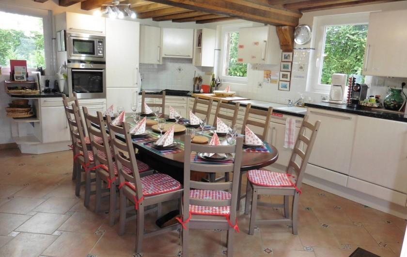 Location de vacances - Gîte à Saint-Pierre-Azif - Cuisine équipée avec table 10 couverts