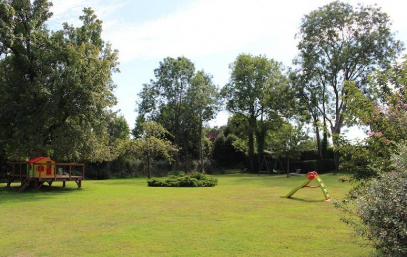 Location de vacances - Gîte à Saint-Pierre-Azif - Jardin avec maisonnette des enfants et jeux