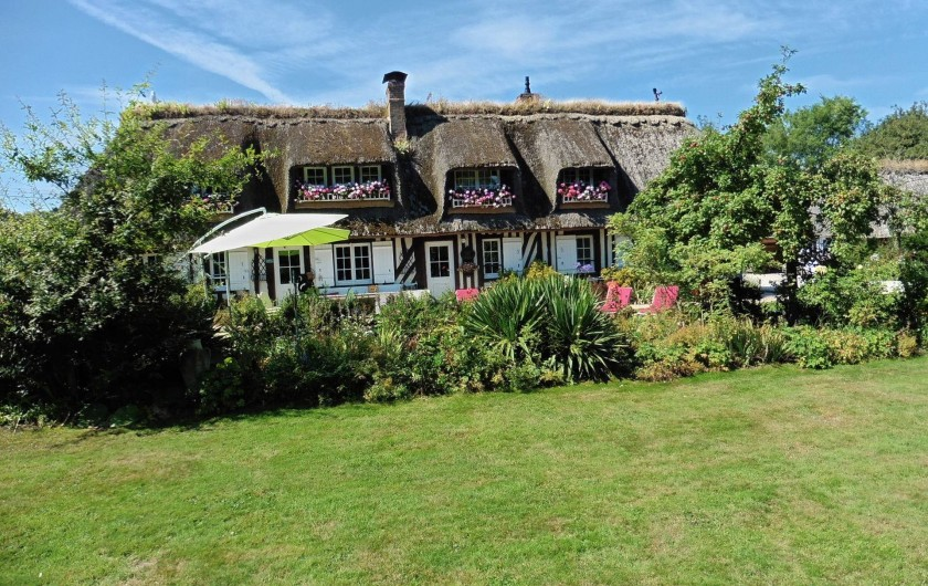 Location de vacances - Gîte à Saint-Pierre-Azif - Le Pré d'Haucourt - Façade Sud , vue du jardin