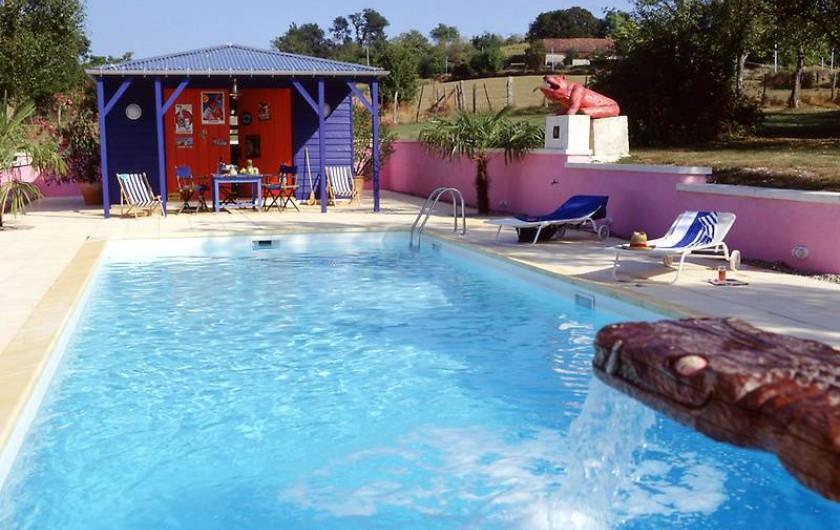 Location de vacances - Mas à Lusignac - piscine avec poolhouse