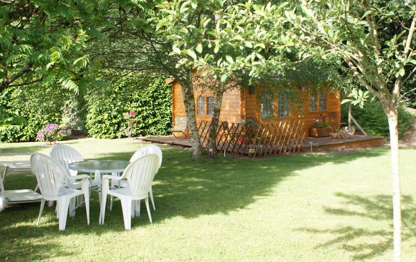 Location de vacances - Chambre d'hôtes à Melrand - Equipements de jardin pour déjeuner ou dîner sur place