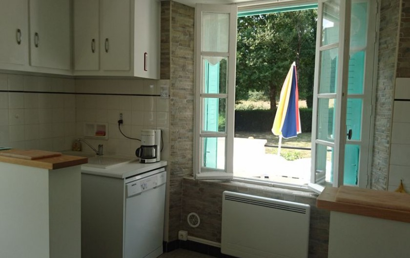 Location de vacances - Gîte à Alrance - S. D'Eau douche meuble vasque miroir sèche serviette sèche cheveux
