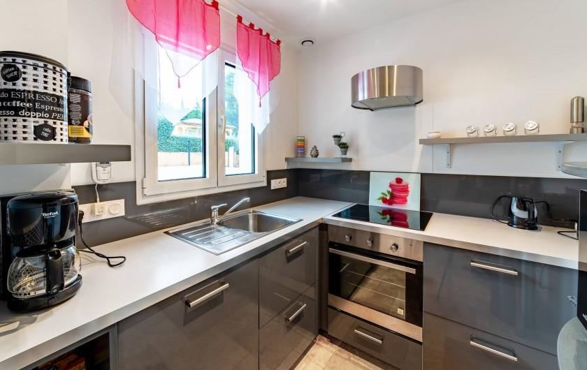 Location de vacances - Villa à Sainte-Maxime - cuisine aménagée