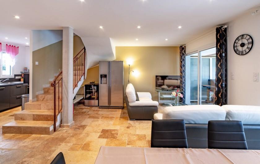 Location de vacances - Villa à Sainte-Maxime - montée d'escalier et frigo américain