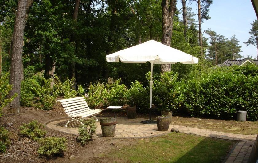 Location de vacances - Chalet à Beekbergen - parasol; terras achter het huis