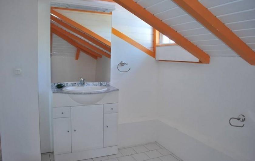 Location de vacances - Villa à Sainte-Anne - salle d'eau + wc de la chambre de l'étage villa F4/6 PAX