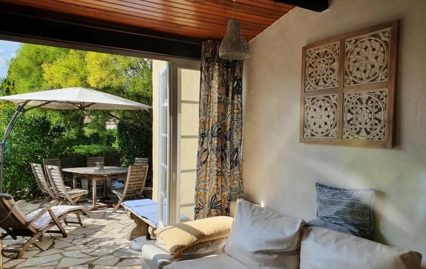 Location de vacances - Mas à Grasse - Canapé-lit d'appoint dans le salon